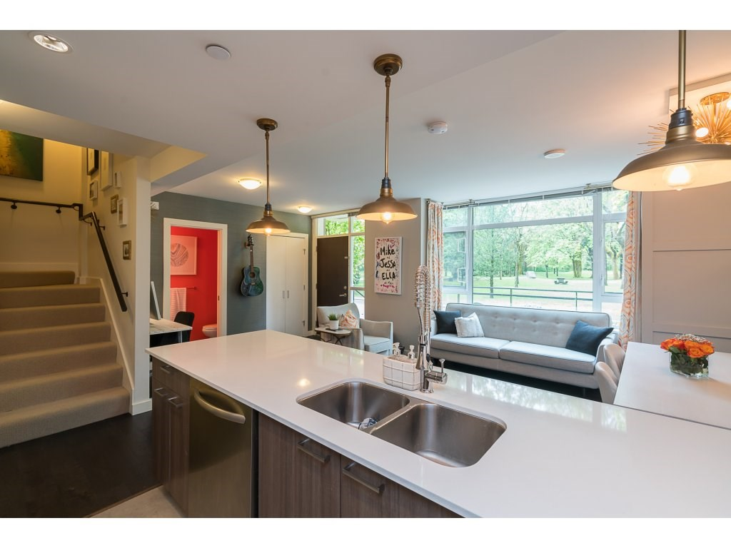 Townhouse at TH3 2789 SHAUGHNESSY STREET, Unit TH3, Port Coquitlam, British Columbia. Image 6