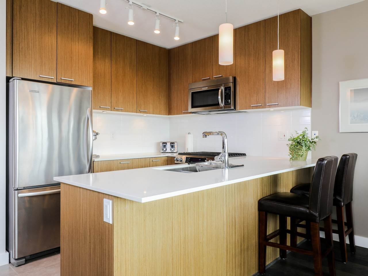 Condo Apartment at 415 1330 MARINE DRIVE, Unit 415, North Vancouver, British Columbia. Image 2