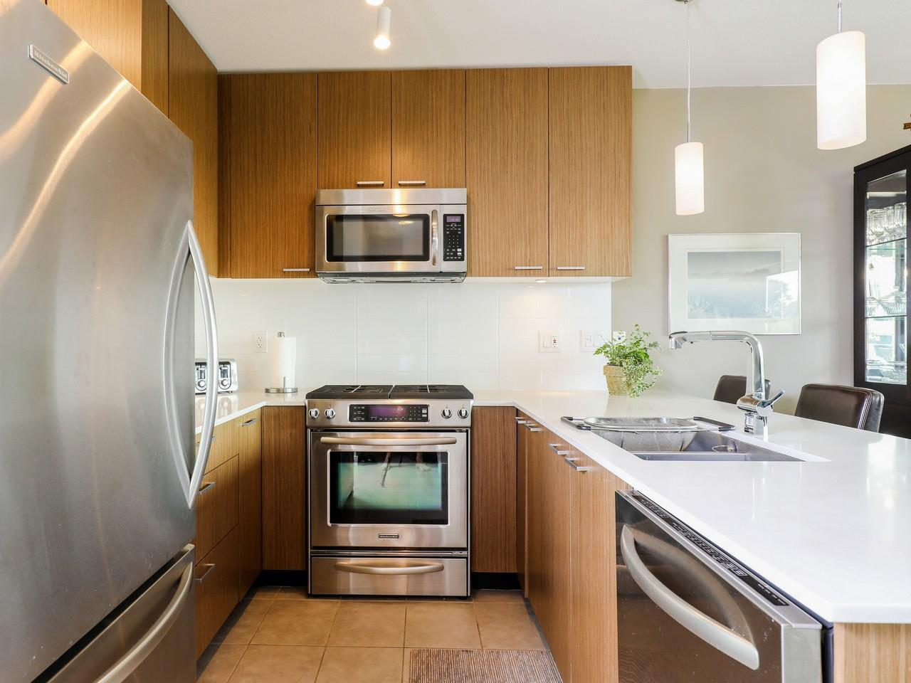Condo Apartment at 415 1330 MARINE DRIVE, Unit 415, North Vancouver, British Columbia. Image 3
