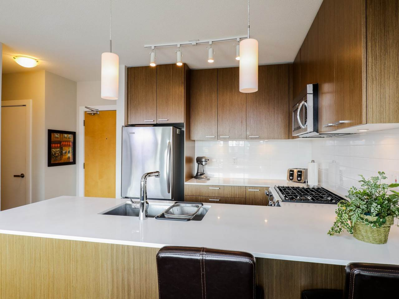 Condo Apartment at 415 1330 MARINE DRIVE, Unit 415, North Vancouver, British Columbia. Image 4