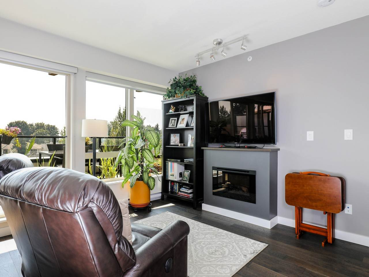 Condo Apartment at 415 1330 MARINE DRIVE, Unit 415, North Vancouver, British Columbia. Image 7