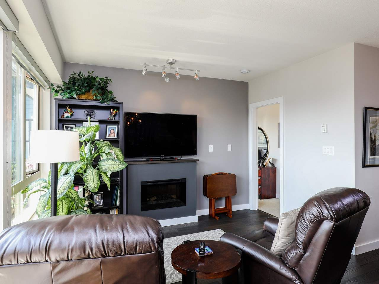 Condo Apartment at 415 1330 MARINE DRIVE, Unit 415, North Vancouver, British Columbia. Image 8