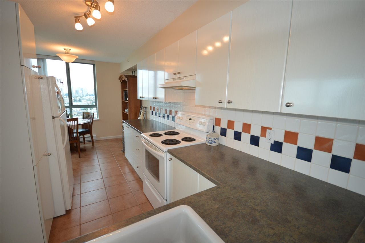 Condo Apartment at 1704 6611 SOUTHOAKS CRESCENT, Unit 1704, Burnaby South, British Columbia. Image 2