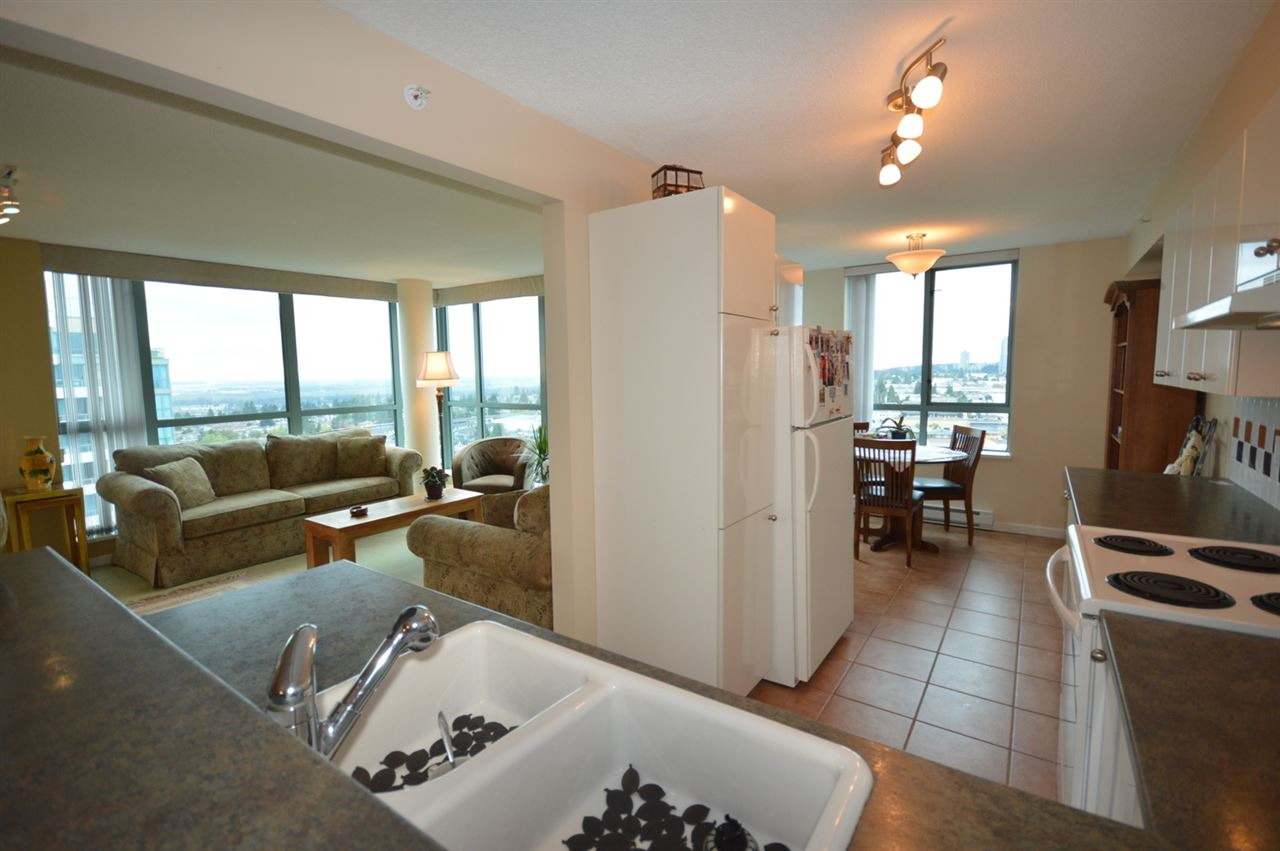 Condo Apartment at 1704 6611 SOUTHOAKS CRESCENT, Unit 1704, Burnaby South, British Columbia. Image 3