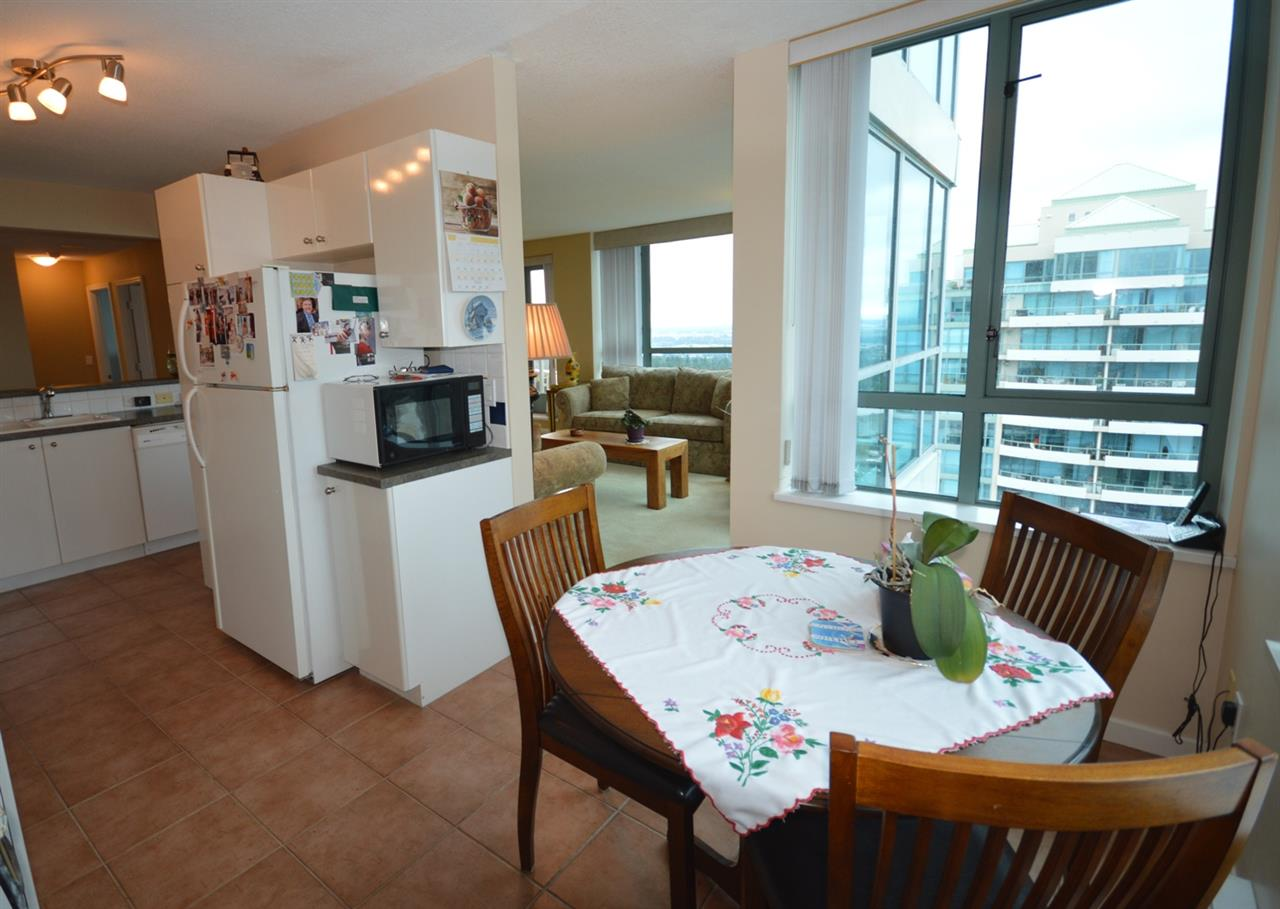 Condo Apartment at 1704 6611 SOUTHOAKS CRESCENT, Unit 1704, Burnaby South, British Columbia. Image 4