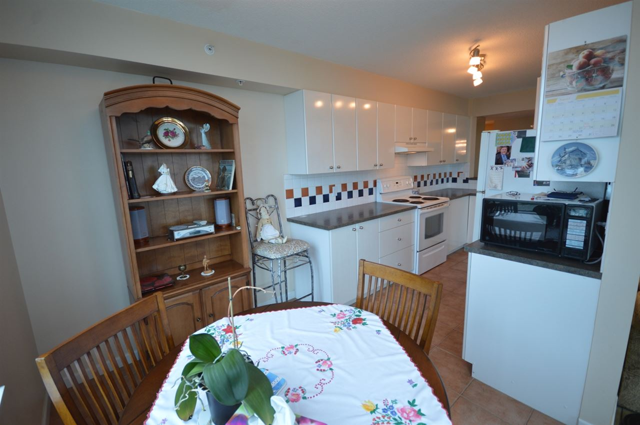 Condo Apartment at 1704 6611 SOUTHOAKS CRESCENT, Unit 1704, Burnaby South, British Columbia. Image 5