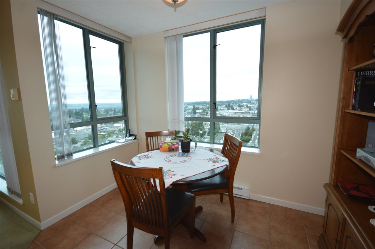 Condo Apartment at 1704 6611 SOUTHOAKS CRESCENT, Unit 1704, Burnaby South, British Columbia. Image 6