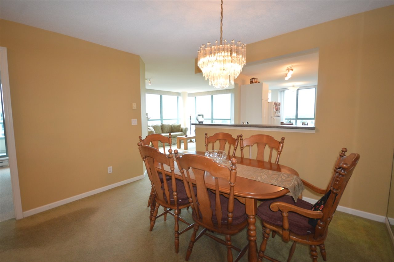 Condo Apartment at 1704 6611 SOUTHOAKS CRESCENT, Unit 1704, Burnaby South, British Columbia. Image 8