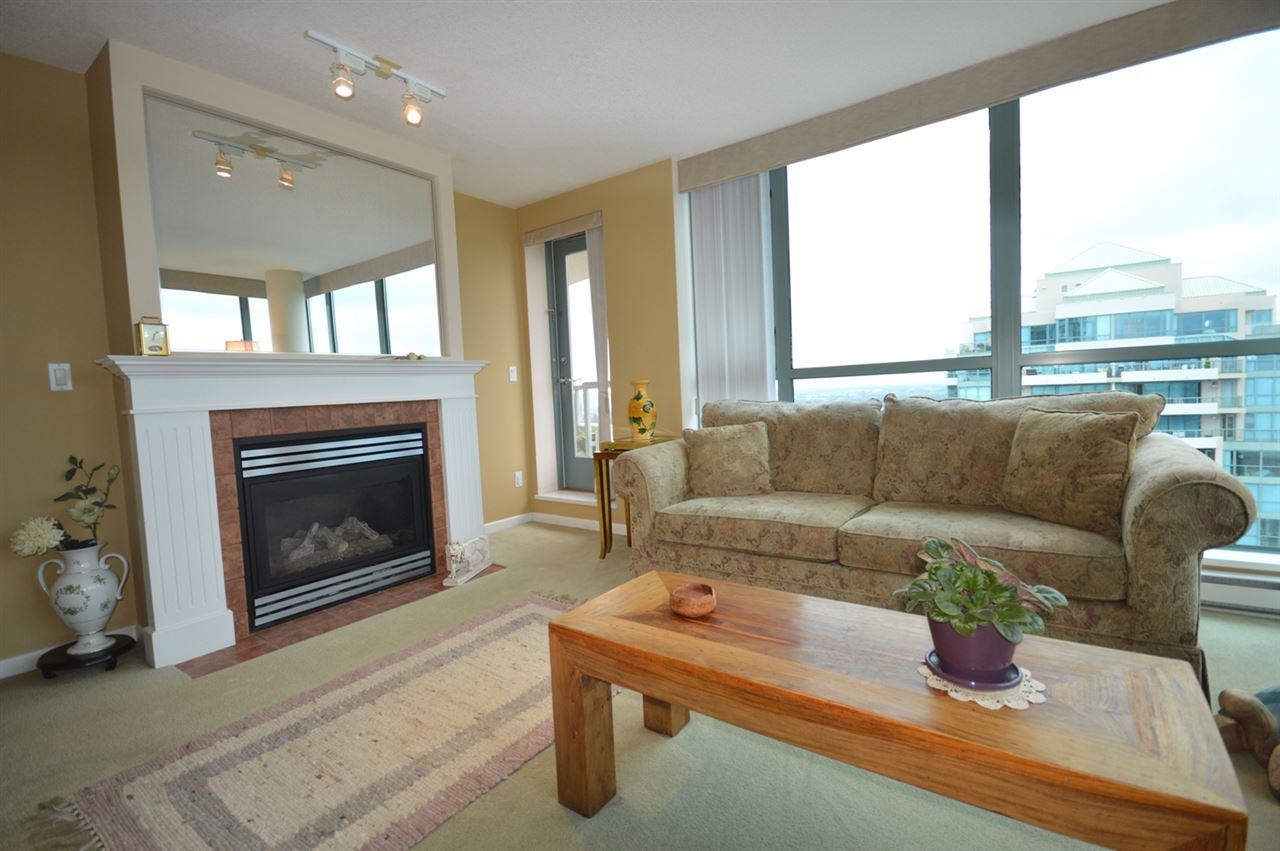 Condo Apartment at 1704 6611 SOUTHOAKS CRESCENT, Unit 1704, Burnaby South, British Columbia. Image 9