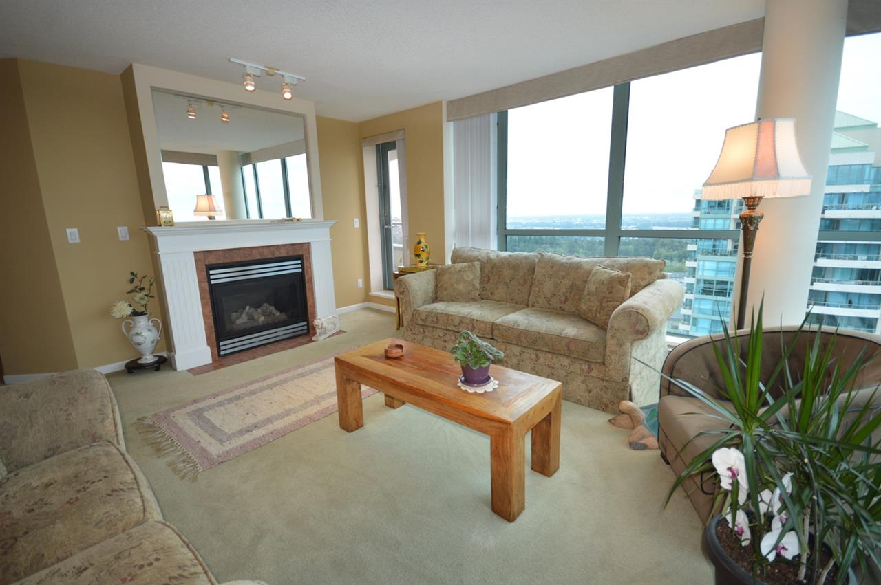 Condo Apartment at 1704 6611 SOUTHOAKS CRESCENT, Unit 1704, Burnaby South, British Columbia. Image 11