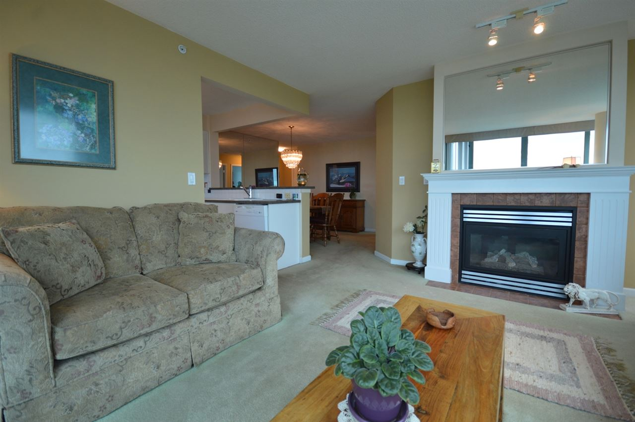Condo Apartment at 1704 6611 SOUTHOAKS CRESCENT, Unit 1704, Burnaby South, British Columbia. Image 12