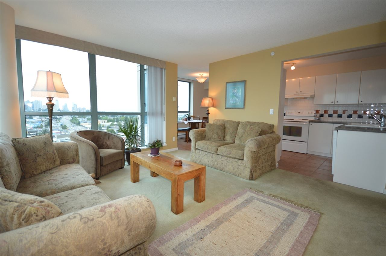Condo Apartment at 1704 6611 SOUTHOAKS CRESCENT, Unit 1704, Burnaby South, British Columbia. Image 13