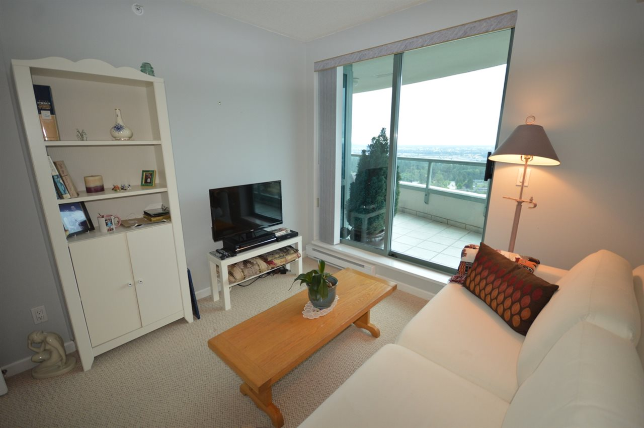 Condo Apartment at 1704 6611 SOUTHOAKS CRESCENT, Unit 1704, Burnaby South, British Columbia. Image 17