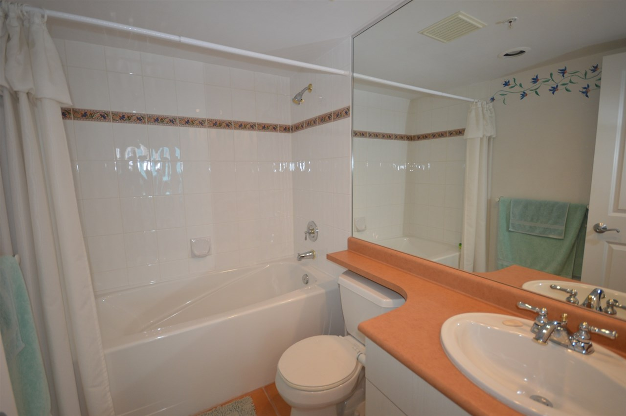 Condo Apartment at 1704 6611 SOUTHOAKS CRESCENT, Unit 1704, Burnaby South, British Columbia. Image 18