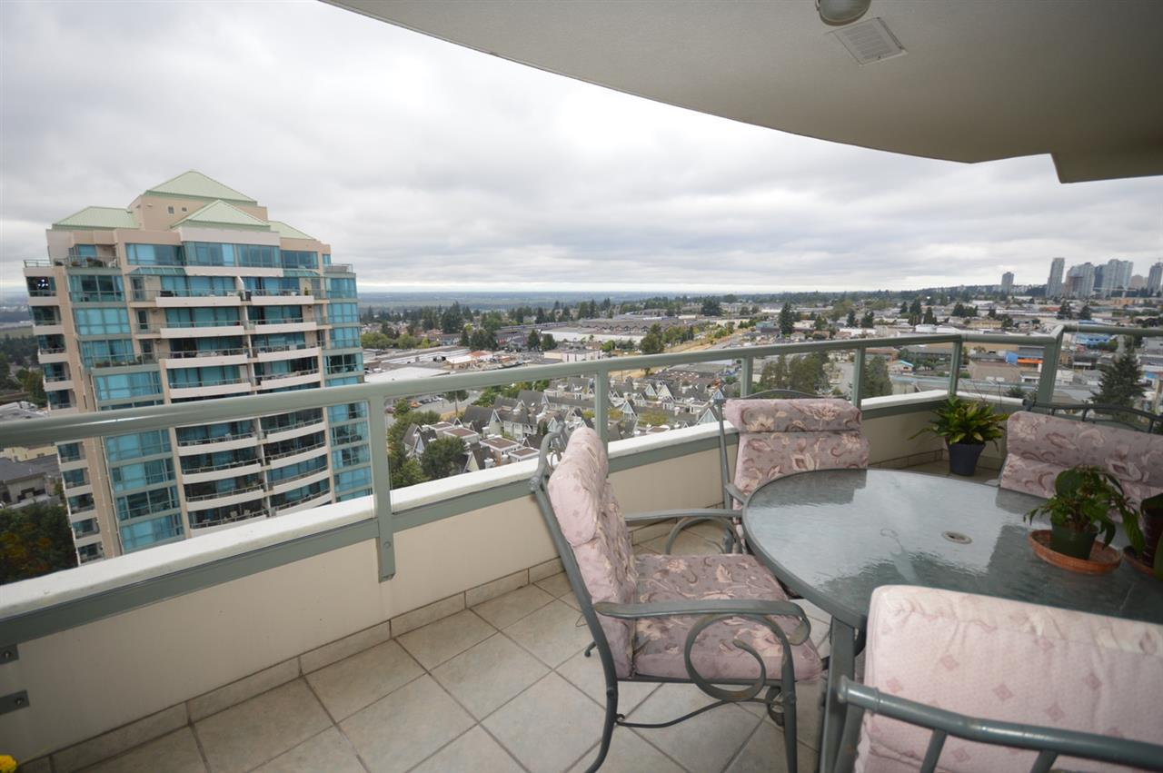 Condo Apartment at 1704 6611 SOUTHOAKS CRESCENT, Unit 1704, Burnaby South, British Columbia. Image 19