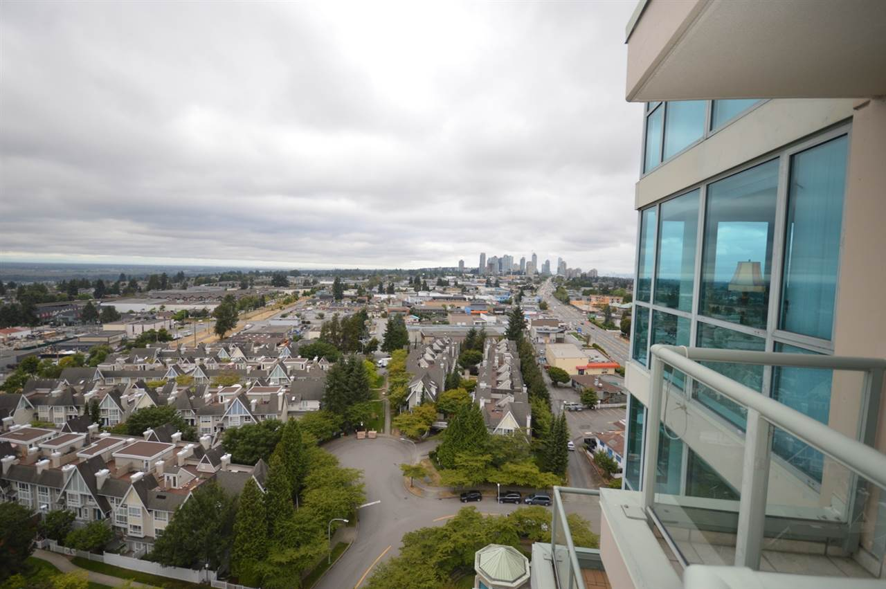 Condo Apartment at 1704 6611 SOUTHOAKS CRESCENT, Unit 1704, Burnaby South, British Columbia. Image 20