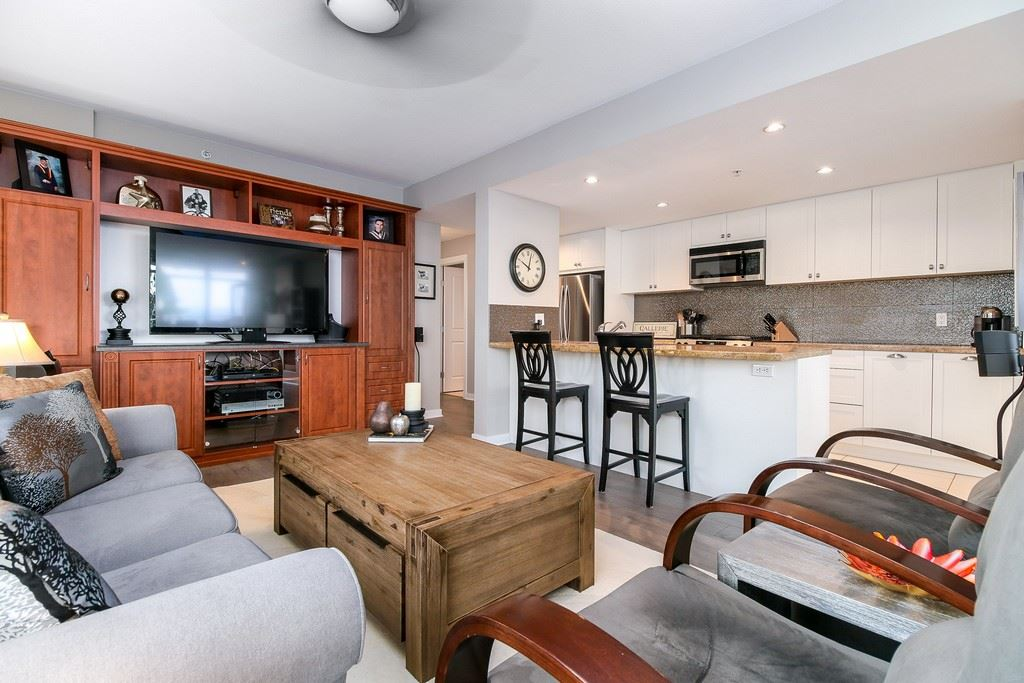 Condo Apartment at 809 9266 UNIVERSITY CRESCENT, Unit 809, Burnaby North, British Columbia. Image 3