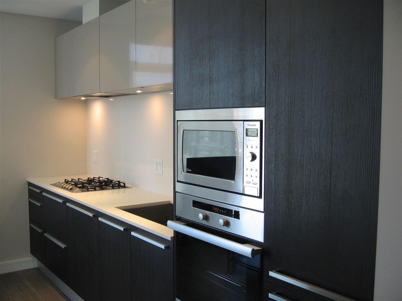 Condo Apartment at 904 1221 BIDWELL STREET, Unit 904, Vancouver West, British Columbia. Image 2
