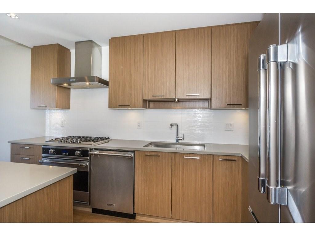Condo Apartment at 307 1420 JOHNSTON ROAD, Unit 307, South Surrey White Rock, British Columbia. Image 6