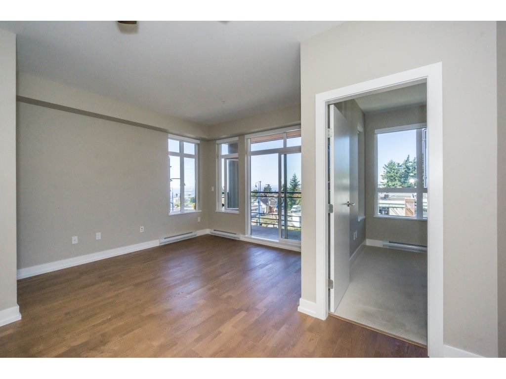 Condo Apartment at 307 1420 JOHNSTON ROAD, Unit 307, South Surrey White Rock, British Columbia. Image 9