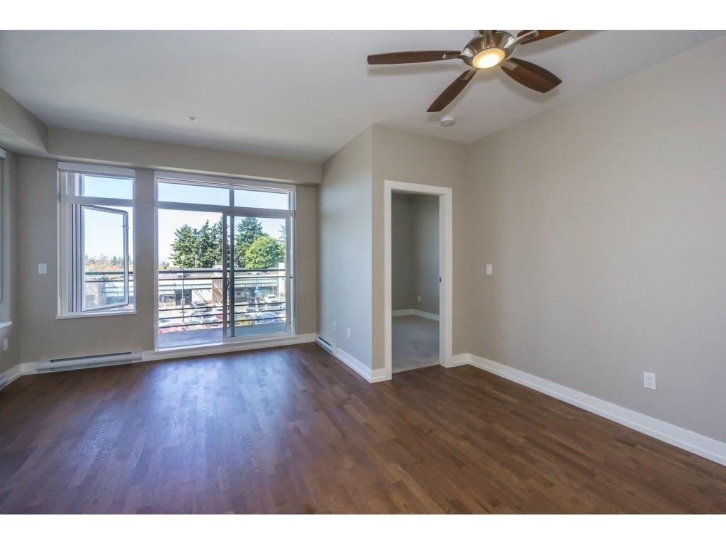 Condo Apartment at 307 1420 JOHNSTON ROAD, Unit 307, South Surrey White Rock, British Columbia. Image 10