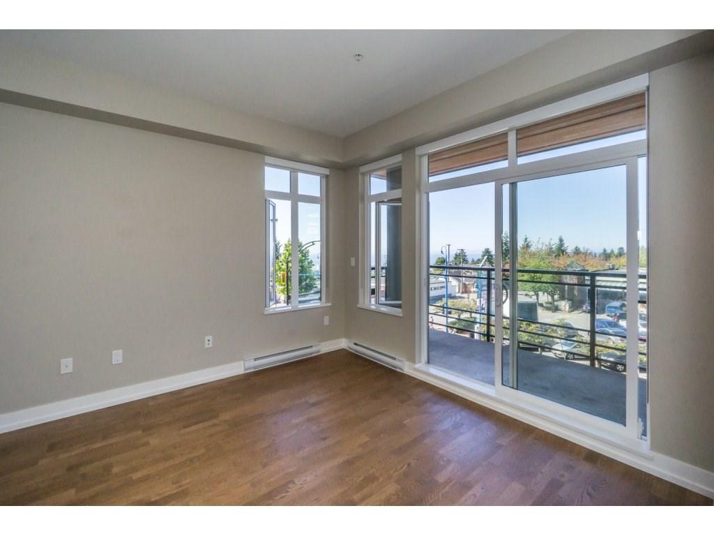 Condo Apartment at 307 1420 JOHNSTON ROAD, Unit 307, South Surrey White Rock, British Columbia. Image 11