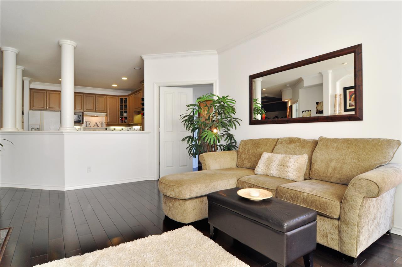 Condo Apartment at 318 3280 PLATEAU BOULEVARD, Unit 318, Coquitlam, British Columbia. Image 4