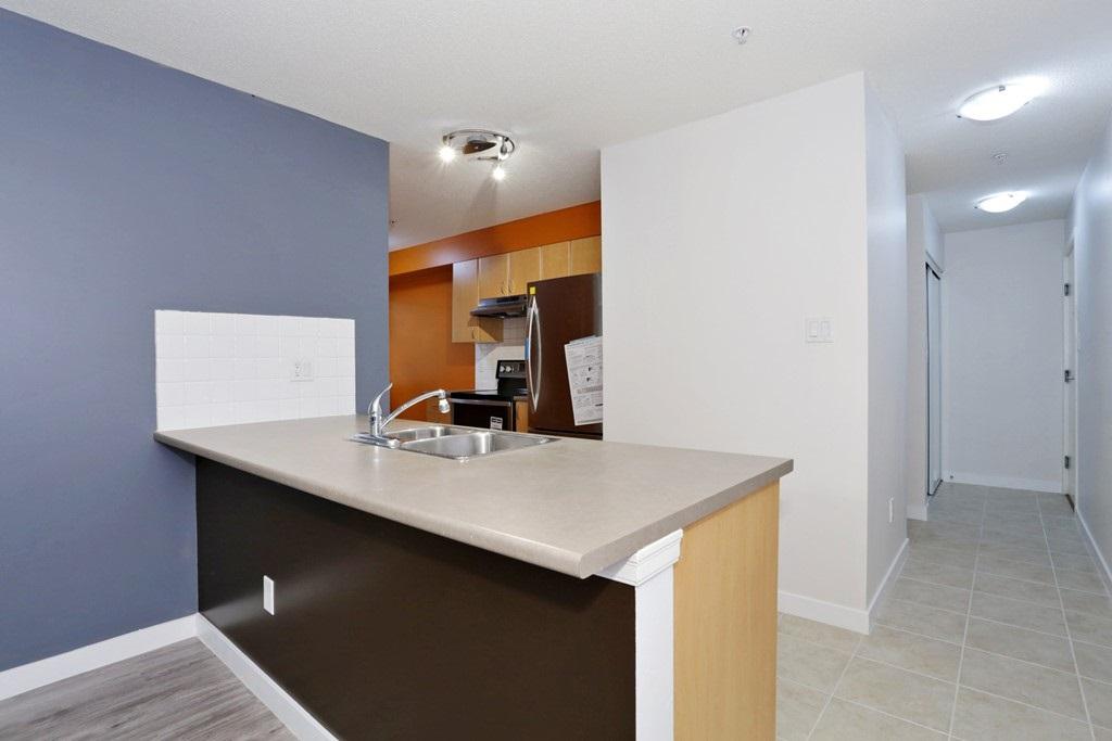 Condo Apartment at 313 14859 100 AVENUE, Unit 313, North Surrey, British Columbia. Image 4