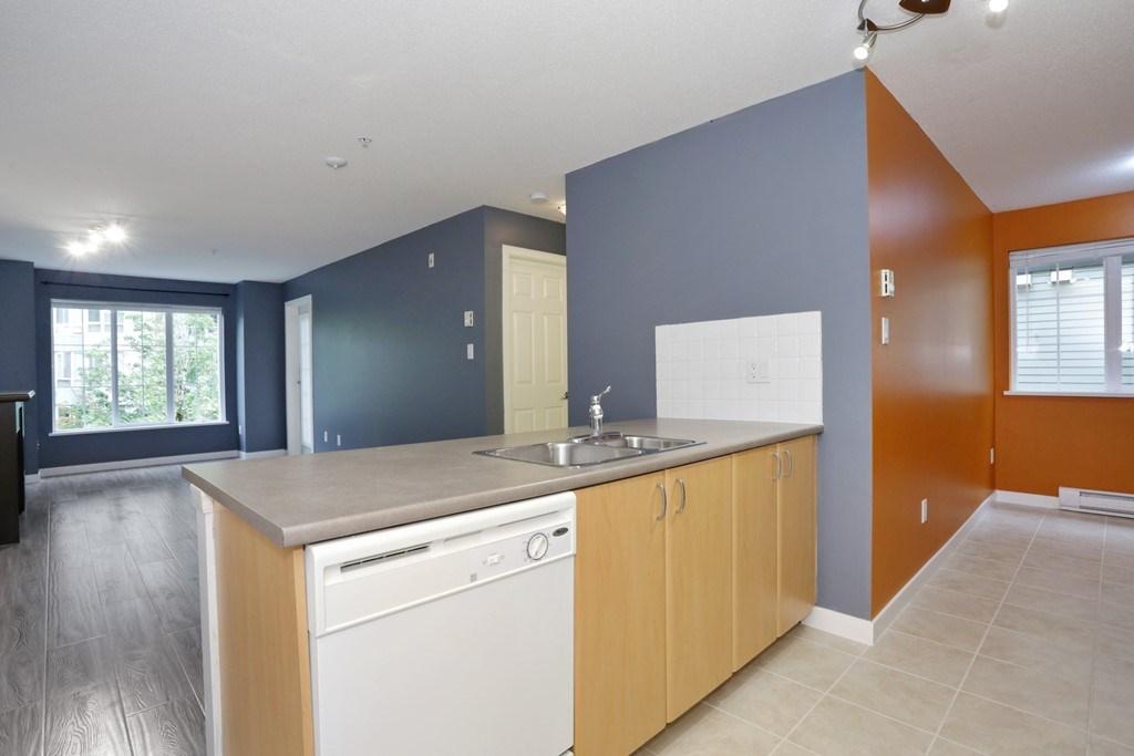 Condo Apartment at 313 14859 100 AVENUE, Unit 313, North Surrey, British Columbia. Image 5