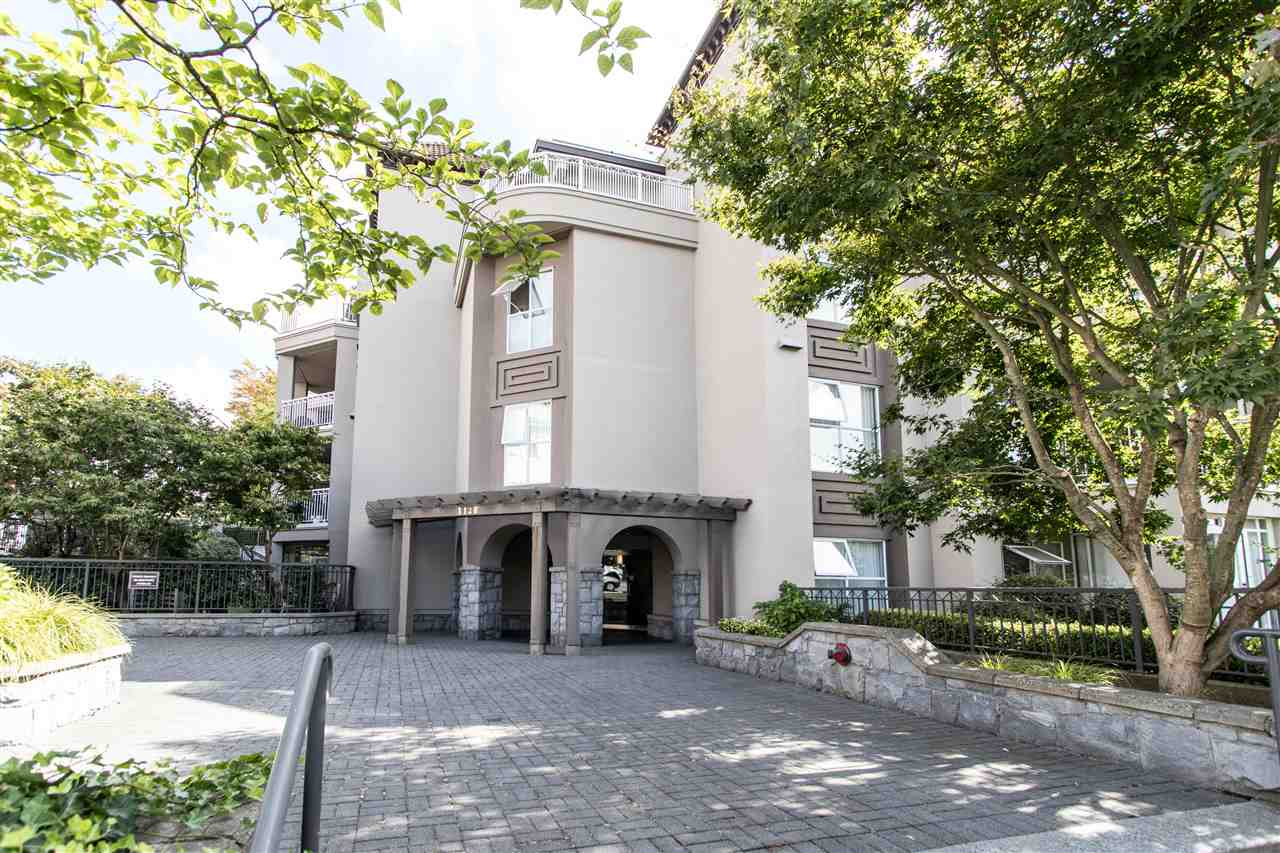 Condo Apartment at 402 1128 SIXTH AVENUE, Unit 402, New Westminster, British Columbia. Image 2