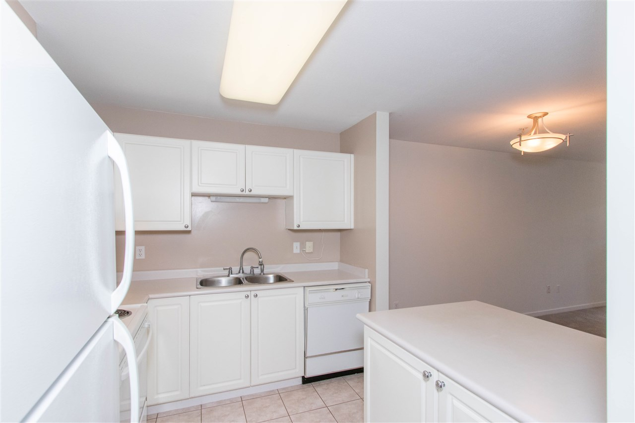 Condo Apartment at 402 1128 SIXTH AVENUE, Unit 402, New Westminster, British Columbia. Image 3