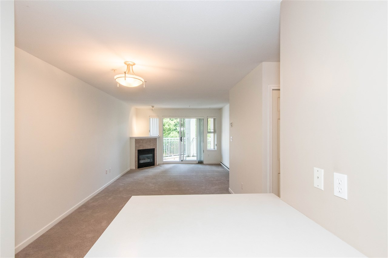 Condo Apartment at 402 1128 SIXTH AVENUE, Unit 402, New Westminster, British Columbia. Image 7