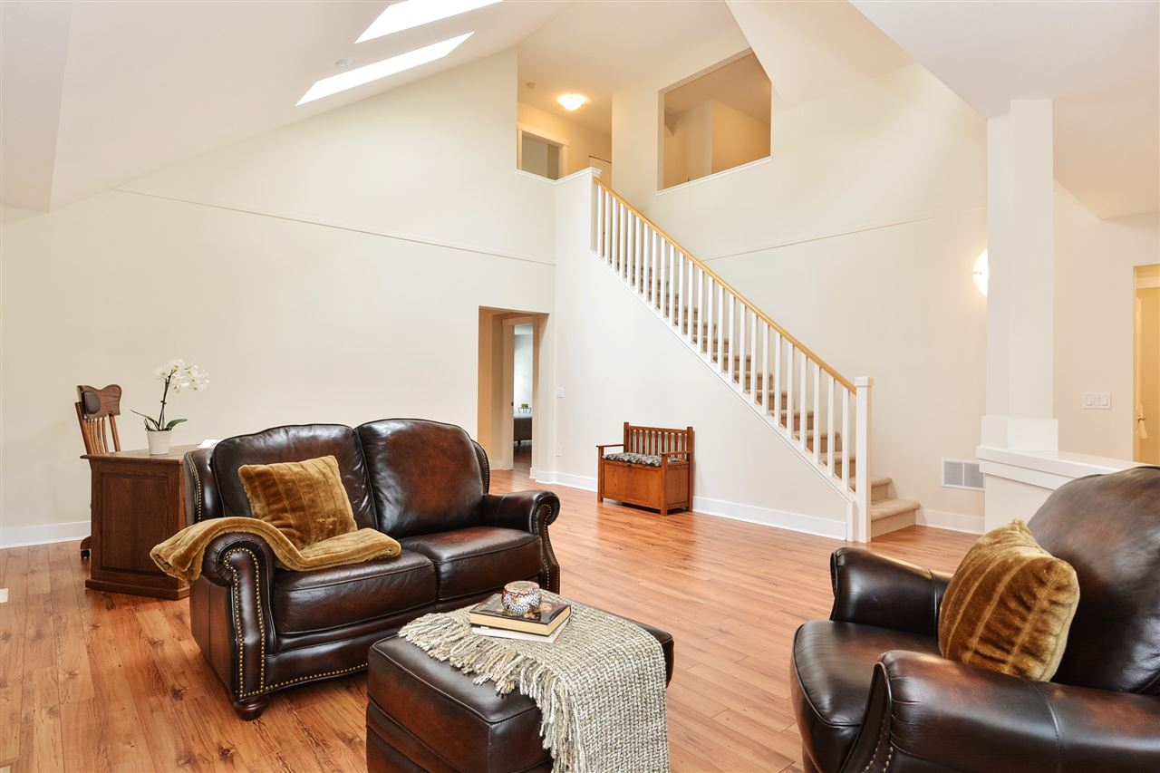 Townhouse at 99 15500 ROSEMARY HEIGHTS CRESCENT, Unit 99, South Surrey White Rock, British Columbia. Image 3
