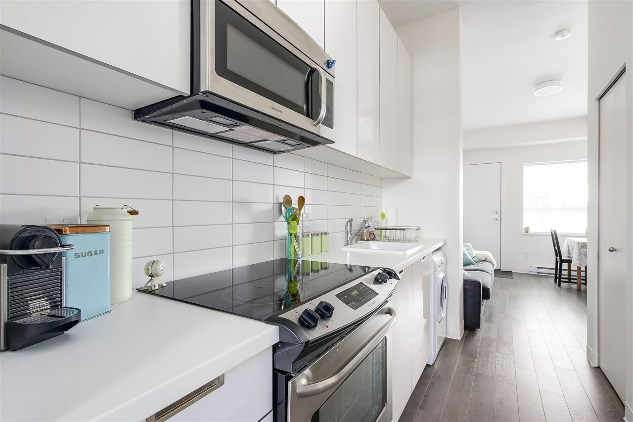 Condo Apartment at 605 138 E HASTINGS STREET, Unit 605, Vancouver East, British Columbia. Image 3
