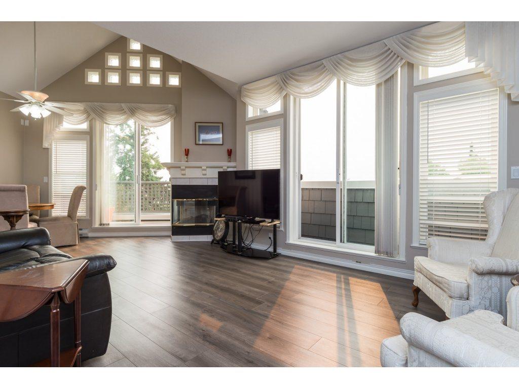 Condo Apartment at 409 15555 16TH AVENUE, Unit 409, South Surrey White Rock, British Columbia. Image 2
