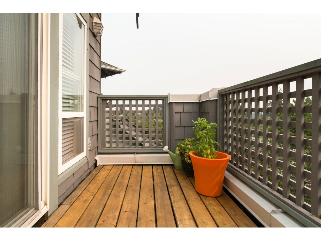 Condo Apartment at 409 15555 16TH AVENUE, Unit 409, South Surrey White Rock, British Columbia. Image 7