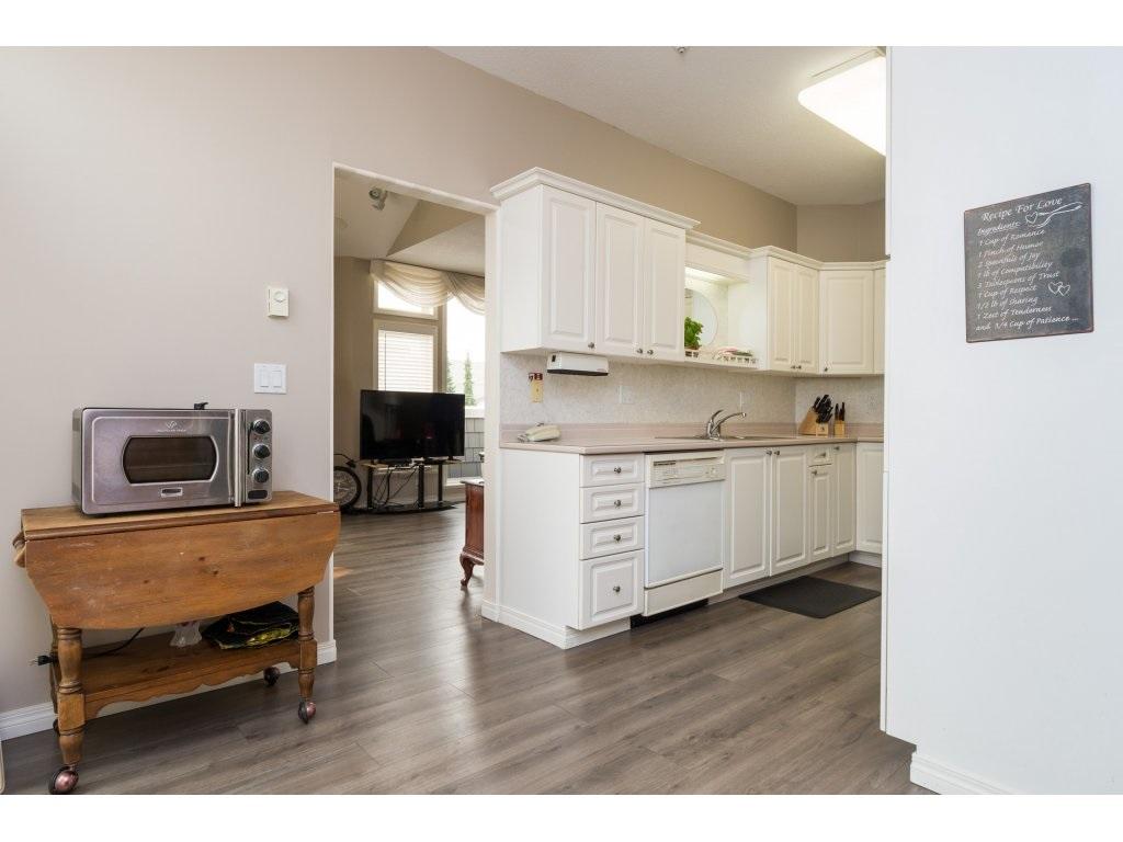 Condo Apartment at 409 15555 16TH AVENUE, Unit 409, South Surrey White Rock, British Columbia. Image 9