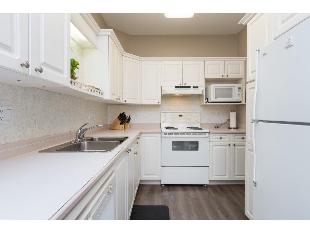 Condo Apartment at 409 15555 16TH AVENUE, Unit 409, South Surrey White Rock, British Columbia. Image 10