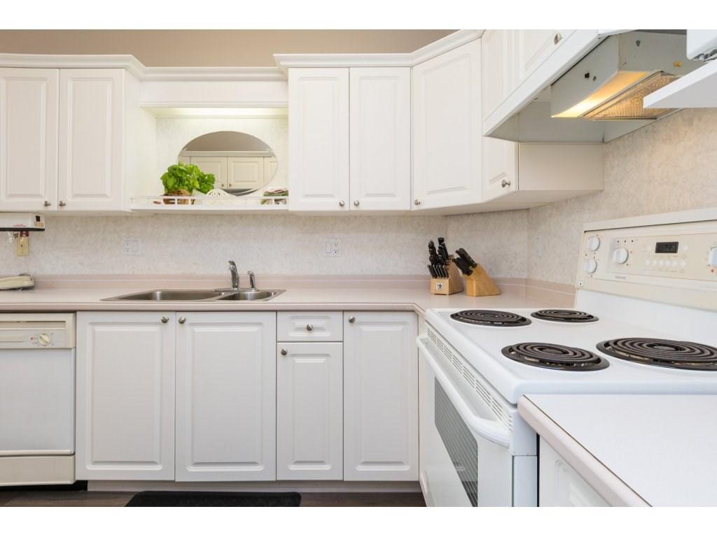 Condo Apartment at 409 15555 16TH AVENUE, Unit 409, South Surrey White Rock, British Columbia. Image 11