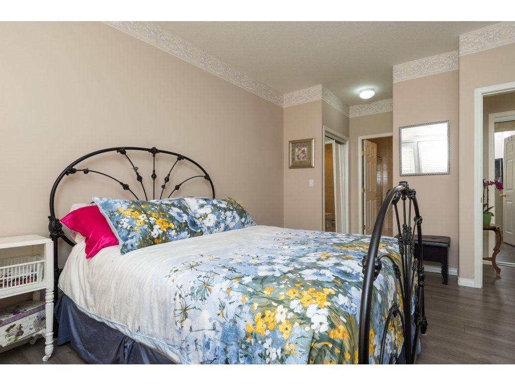 Condo Apartment at 409 15555 16TH AVENUE, Unit 409, South Surrey White Rock, British Columbia. Image 14