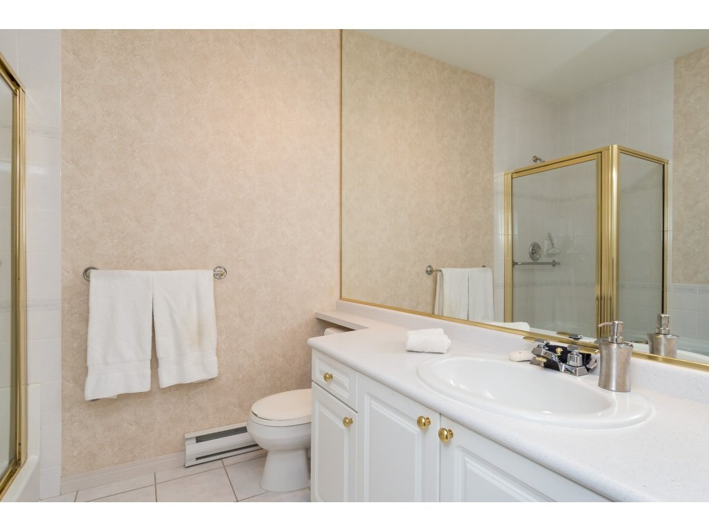 Condo Apartment at 409 15555 16TH AVENUE, Unit 409, South Surrey White Rock, British Columbia. Image 15