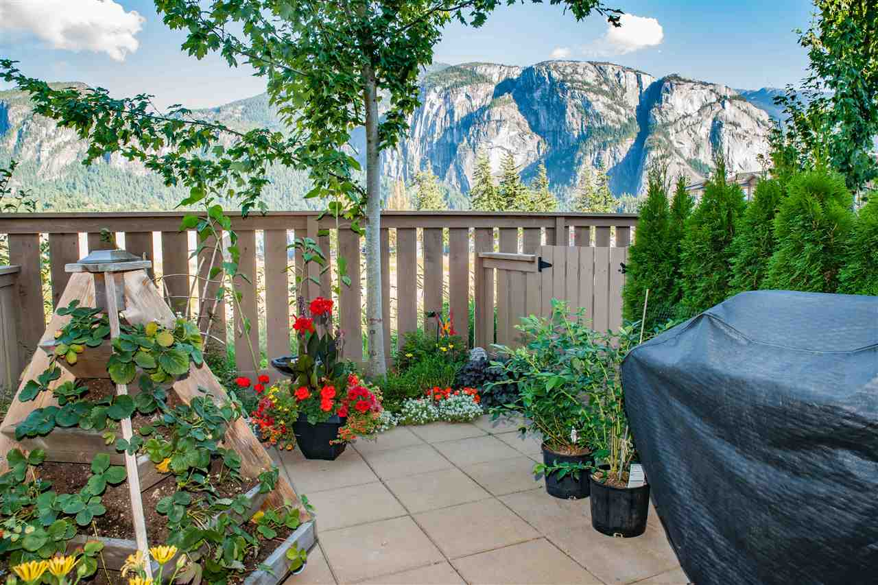 Townhouse at 38352 EAGLEWIND BOULEVARD, Squamish, British Columbia. Image 1