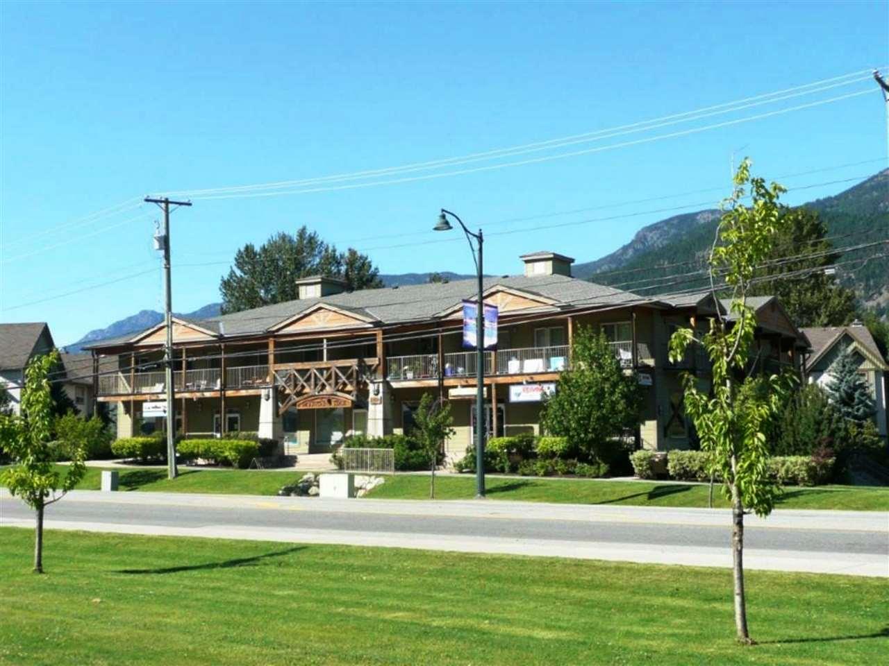 Condo Apartment at 207 1411 PORTAGE ROAD, Unit 207, Pemberton, British Columbia. Image 2