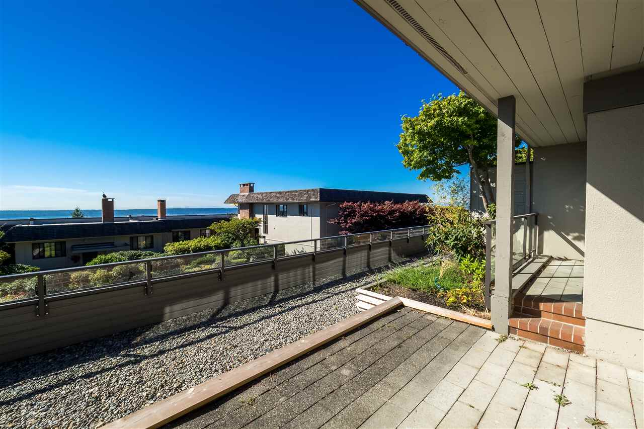 Condo Apartment at 25 2214 FOLKESTONE WAY, Unit 25, West Vancouver, British Columbia. Image 3