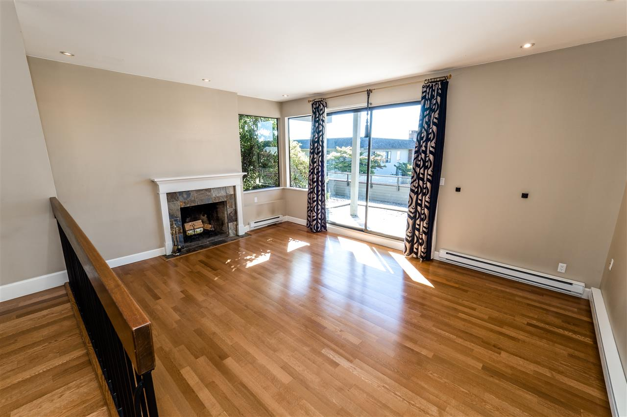 Condo Apartment at 25 2214 FOLKESTONE WAY, Unit 25, West Vancouver, British Columbia. Image 4