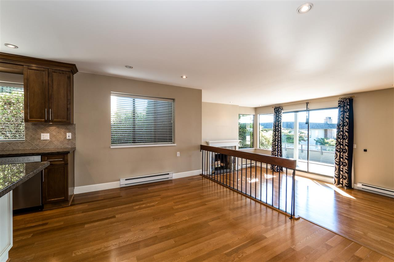 Condo Apartment at 25 2214 FOLKESTONE WAY, Unit 25, West Vancouver, British Columbia. Image 7
