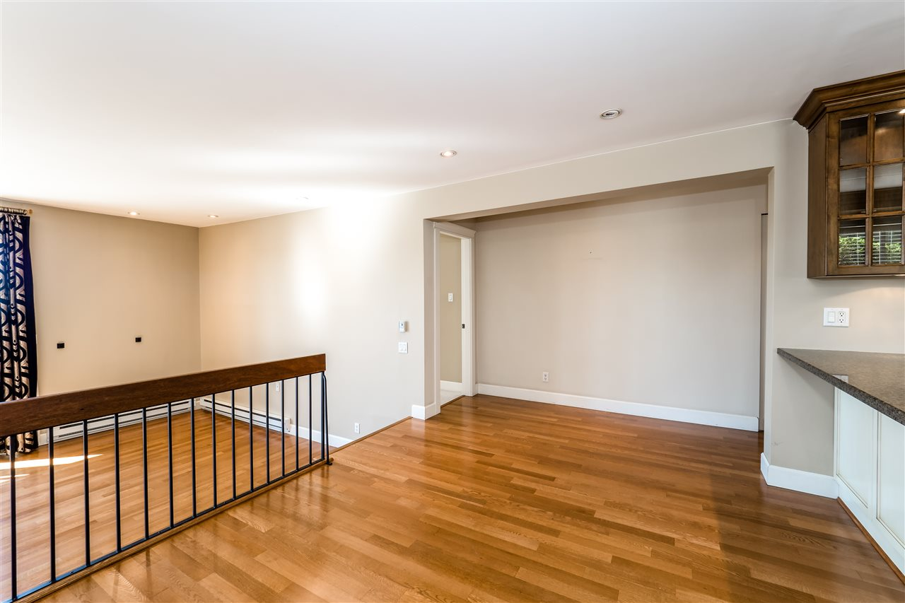 Condo Apartment at 25 2214 FOLKESTONE WAY, Unit 25, West Vancouver, British Columbia. Image 8