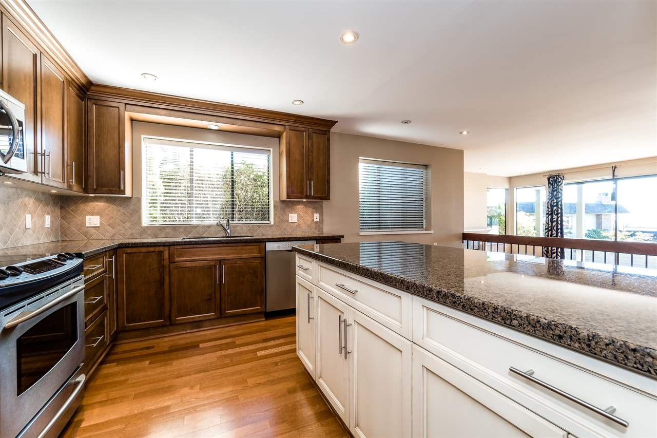 Condo Apartment at 25 2214 FOLKESTONE WAY, Unit 25, West Vancouver, British Columbia. Image 10
