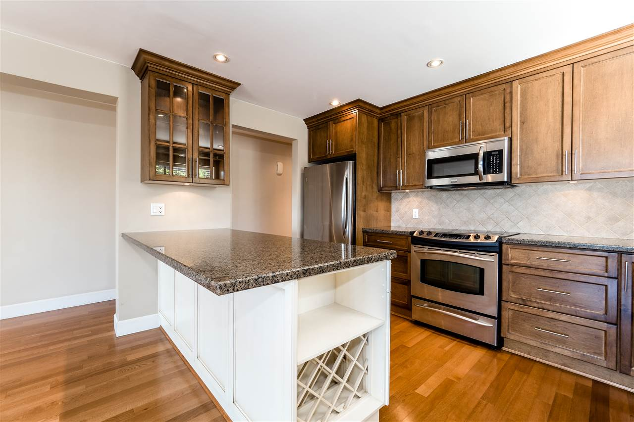 Condo Apartment at 25 2214 FOLKESTONE WAY, Unit 25, West Vancouver, British Columbia. Image 13