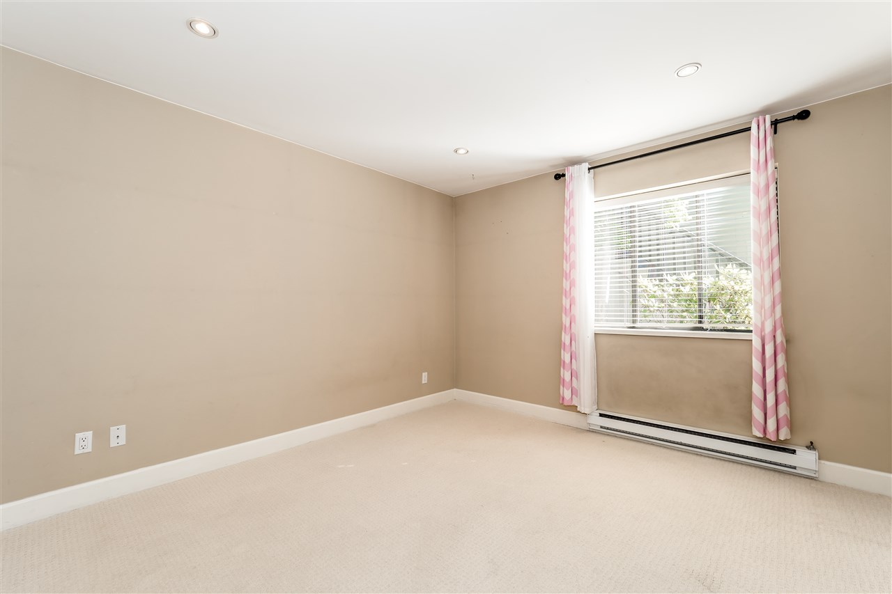 Condo Apartment at 25 2214 FOLKESTONE WAY, Unit 25, West Vancouver, British Columbia. Image 17